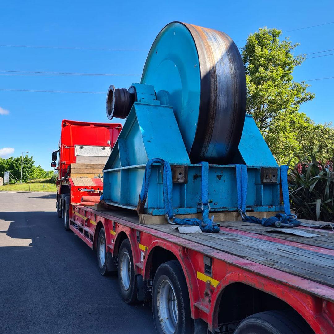 machine-movers-lorry